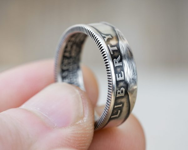 Washington quarter ring with heads facing out